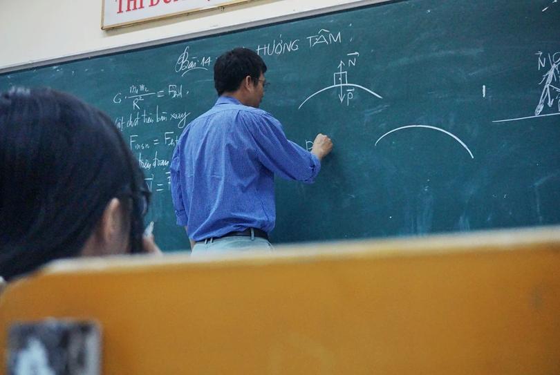 大學教AI的老師從哪裡來?